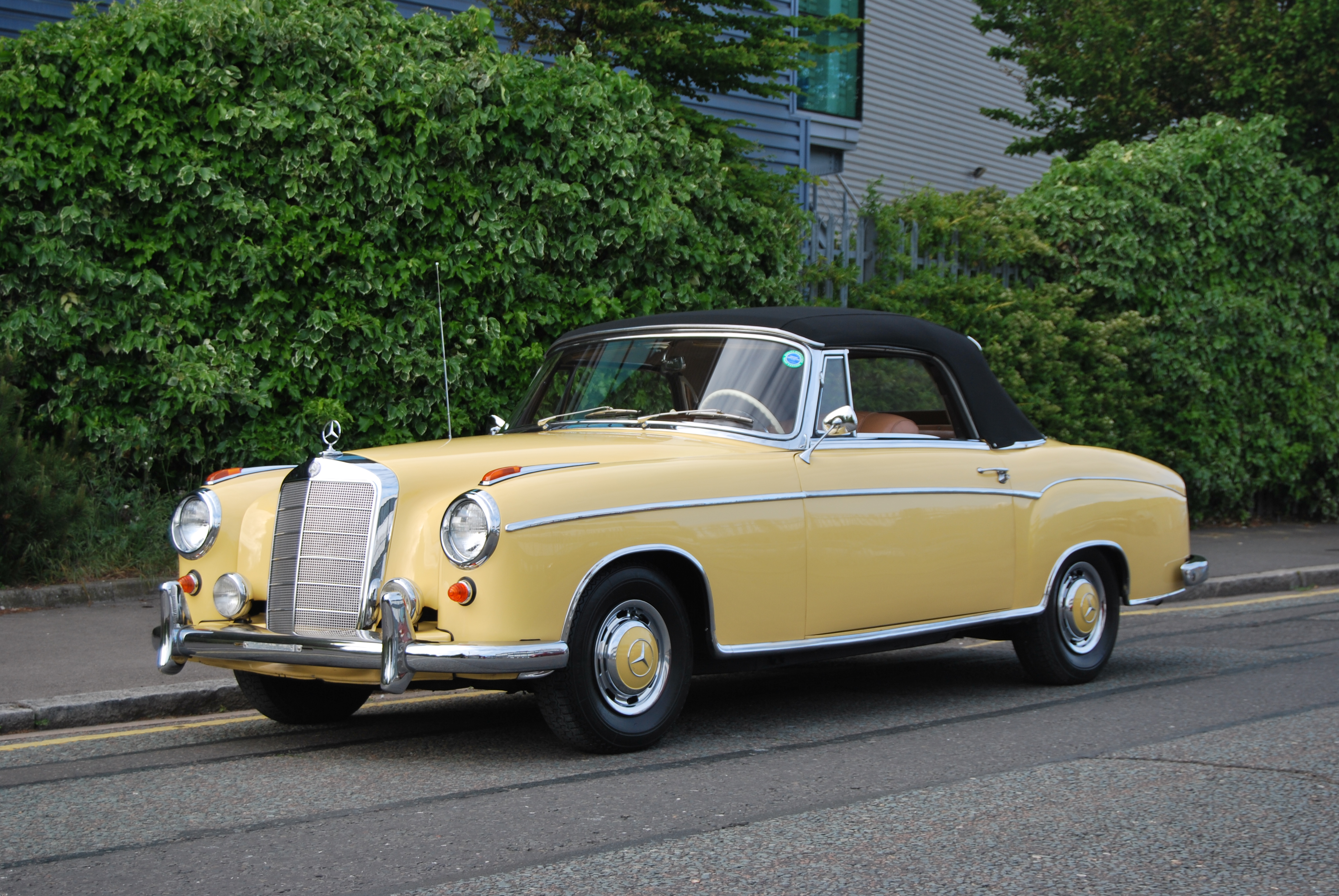 Classic mercedes benz is victorious under the hammer at for Mercedes benz car rental