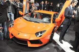 Lamborghini-Aventador-LP700-4-live-from-Geneva-3