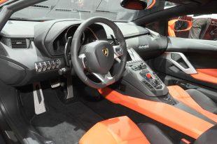 Lamborghini-Aventador-LP700-4-live-from-Geneva-8