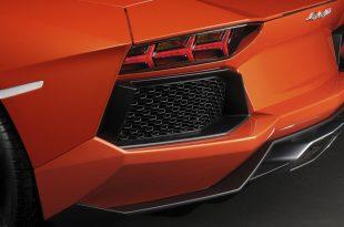 Lamborghini-Aventador-LP700-4-rear
