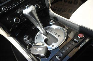 bentley-flying-spur-speed-insideback-gearstick