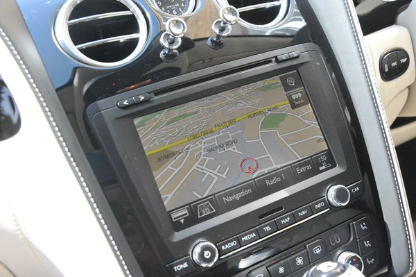 bentley-flying-spur-speed-insideback-satnav