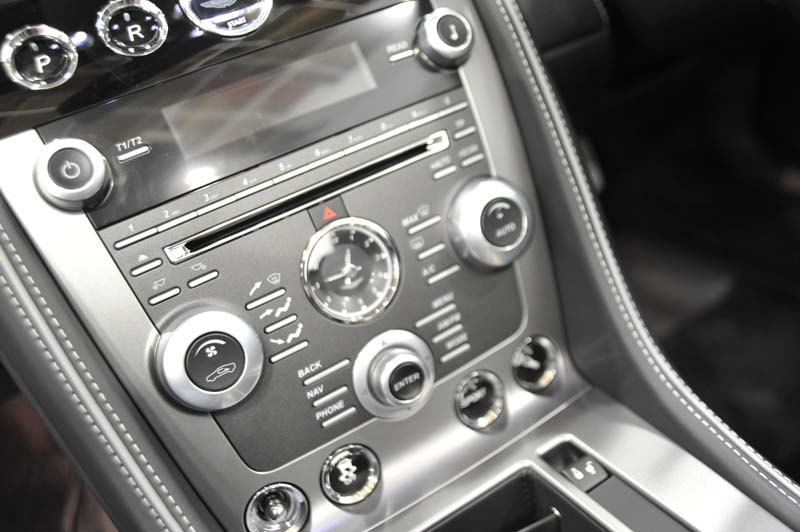 aston-martin-virage-volante-controls