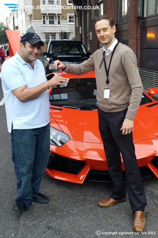 signature-car-hire-lamborghini-aventador-hire-key