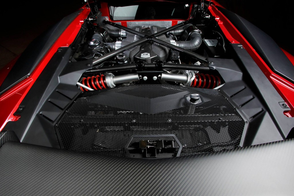 lamborghini-aventador-sv-engine