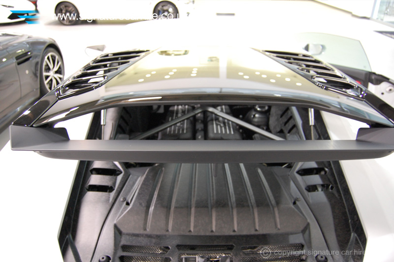 signature-car-hire-lamborghini-huracanglass-engine-cover3