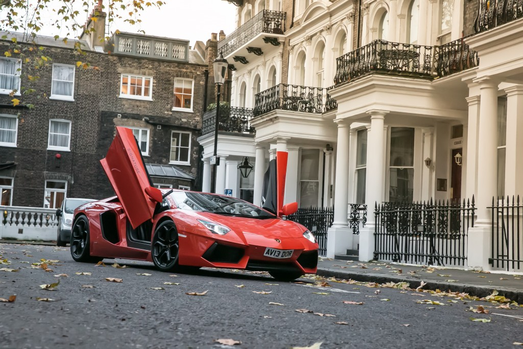SIGNATURE-CAR-HIRE-LAMBORGHINI-RENTAL-(6)