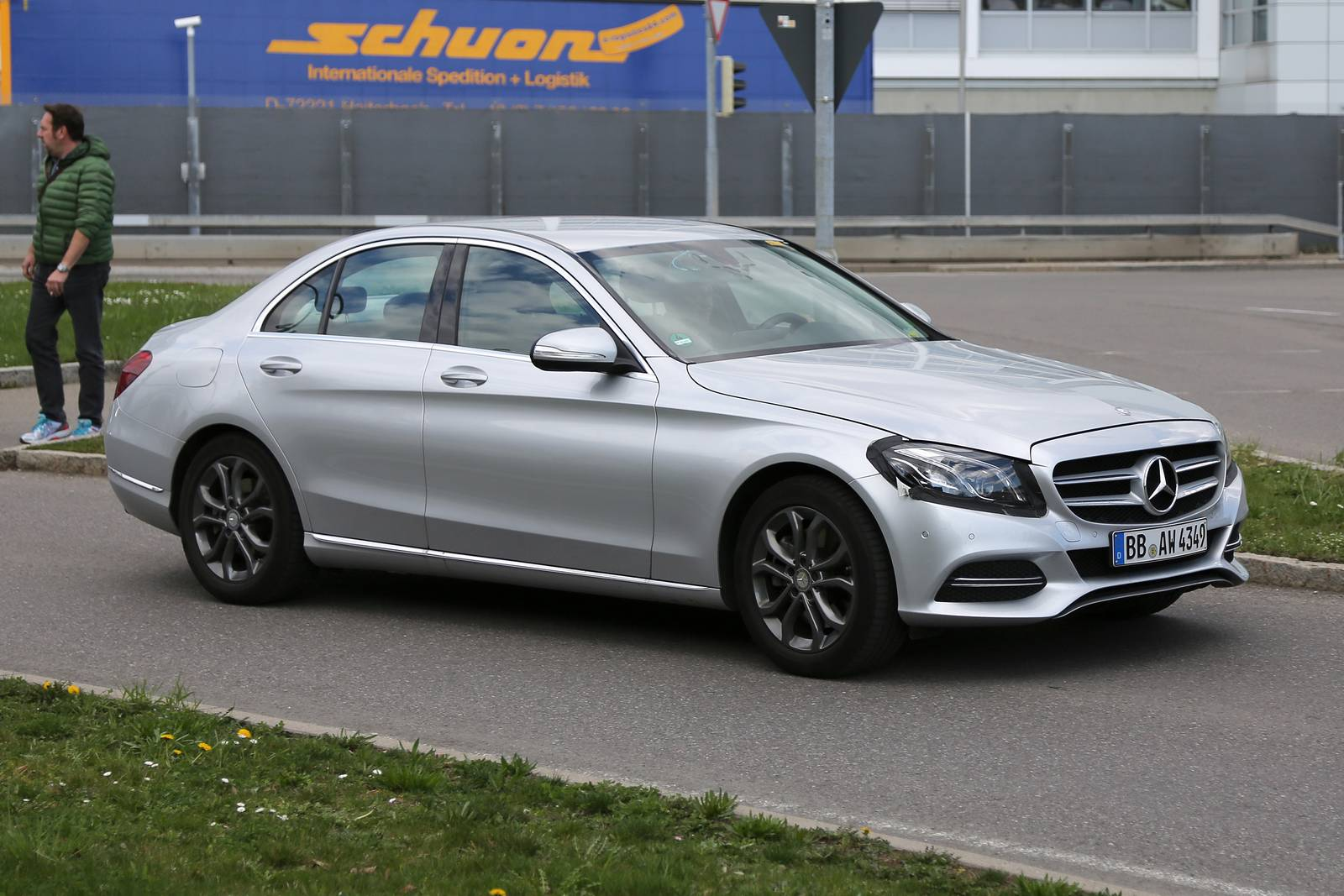 facelifted mercedes benz c class sports subtle changes in first spy pictures. Black Bedroom Furniture Sets. Home Design Ideas