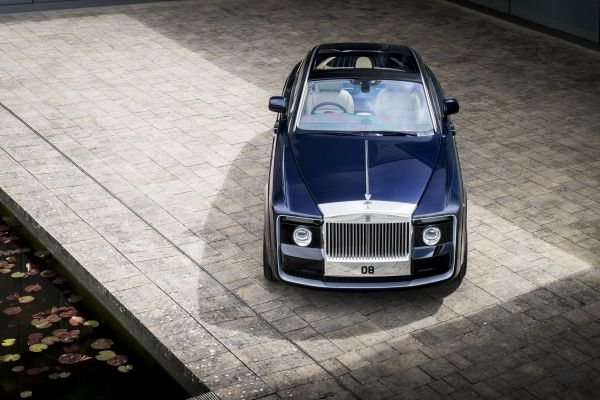 P90261370_lowRes_rolls-royce-sweptail