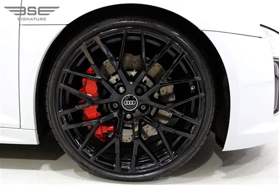 White Audi R8 V10 Spyder Wheel