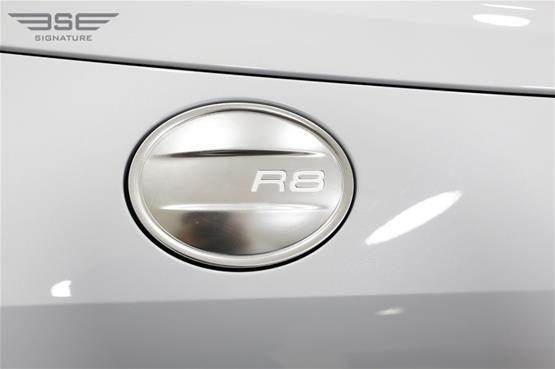 White Audi R8 V10 Spyder Fuel