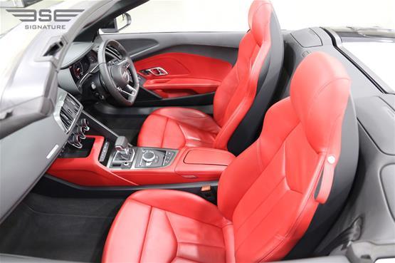 White Audi R8 V10 Spyder Seats