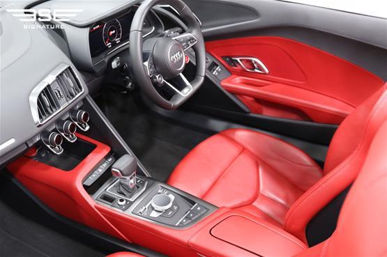 White Audi R8 V10 Spyder Dashboard