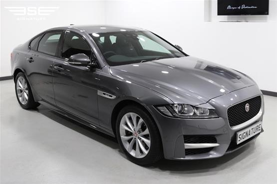 Jaguar XF Front Right View 2