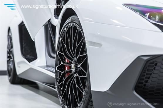 Lamborghini Aventador LP 750-4 SV Right Front Wheel