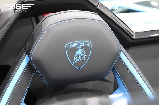 Lamborghini Aventador S Roadster Seat