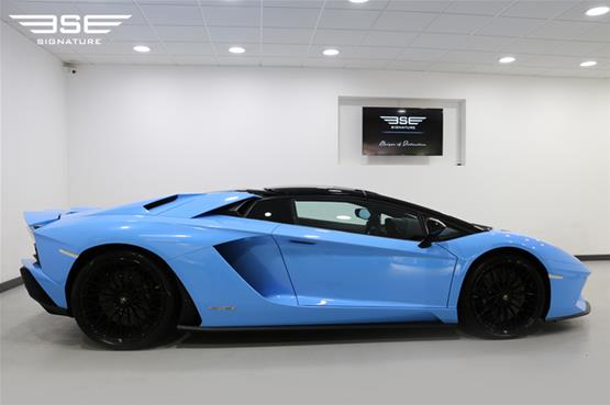 Lamborghini Aventador S Roadster Right View