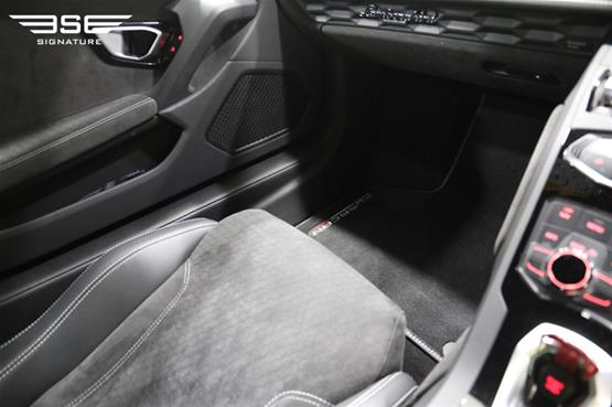 Lamborghini Huracan Avio Passenger Seat Leg Space