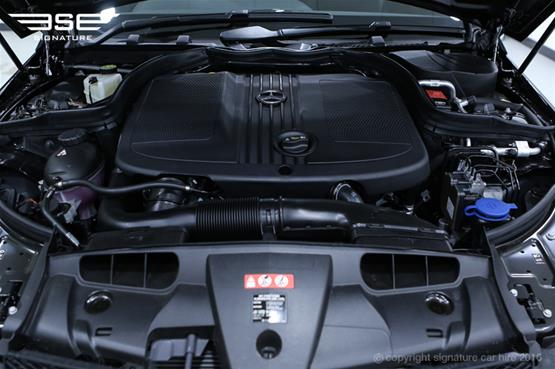 Mercedes Benz E220 AMG Cabriolet Engine