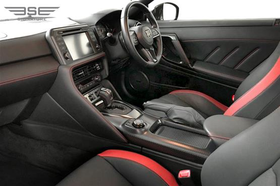 Nissan-GTR-front seat view