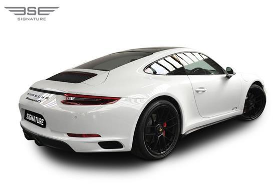 Porsche-911-GTS-07