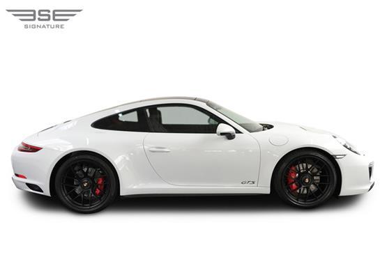 Porsche-911-GTS-08