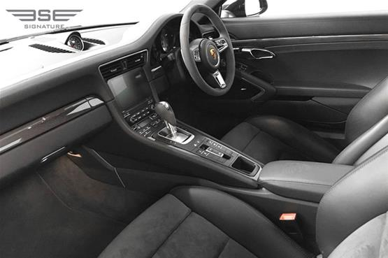 Porsche-911-Targa-4S-front seats