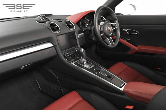 Porsche 718 Boxster Dashboard