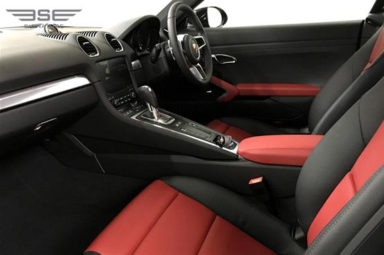 Porsche Cayman 718 Front Seats