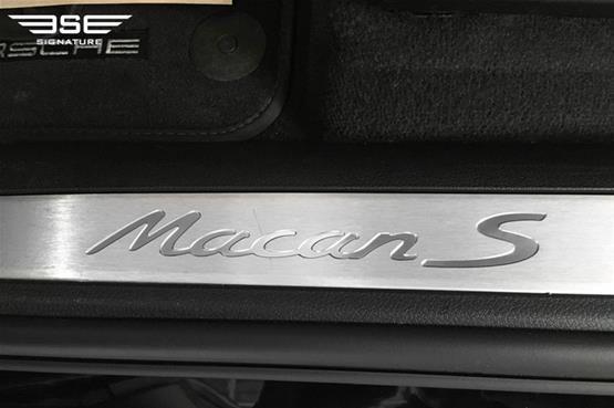 Porsche Macan S Logo