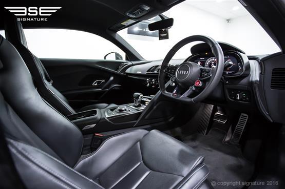 Audi R8 V10 Plus Dashboard