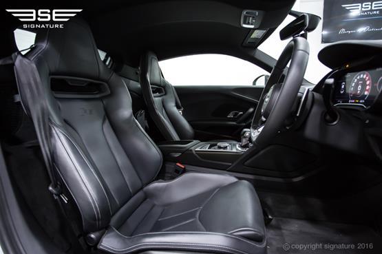audi-r8-front-interior