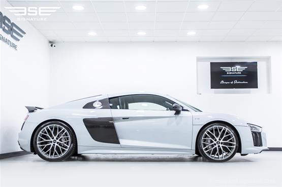 Audi R8 V10 Plus Right View