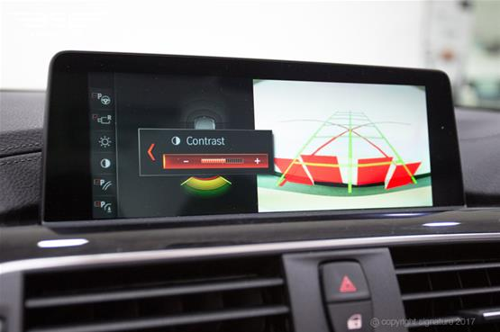 bmw-420d-convertible-screen-adjust