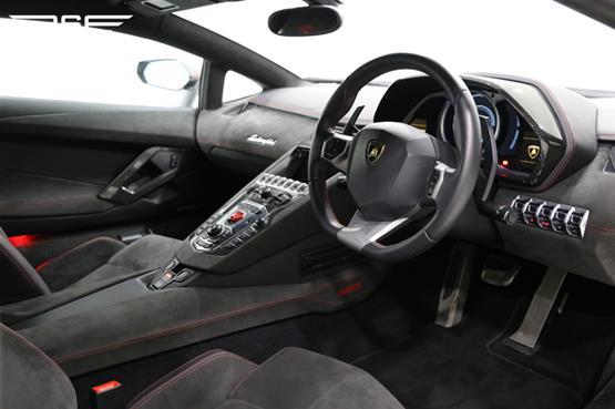 lamborghini-aventador-pirelli-edition-12