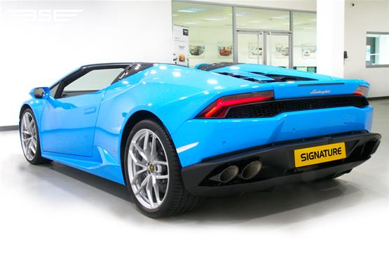 lamborghini-huracan-spyder-side-rear-aspect