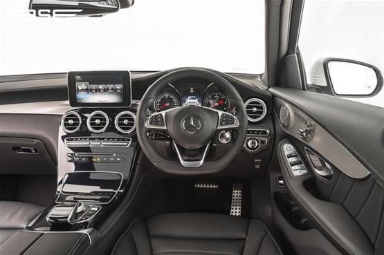 mercedes-GLC-220D-AMG-line-premium-plus-interior-dashside1