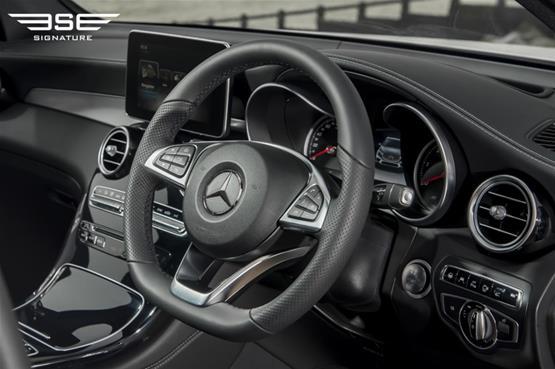 mercedes-GLC-220D-AMG-line-premium-plus-interior-dashside