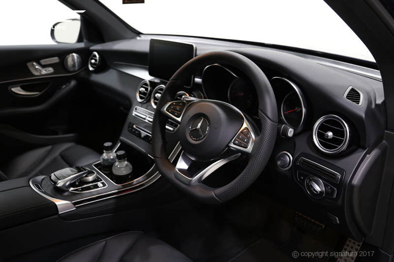 mercedes-GLC-220D-AMG-line-premium-plus-interior-dashside
