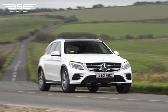mercedes-GLC-220D-AMG-line-premium-plus-on-the-road4