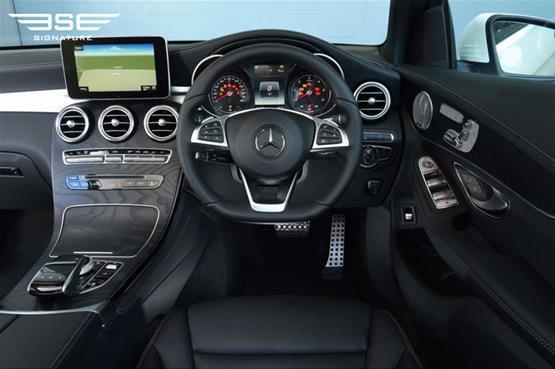 mercedes-GLC-220D-AMG-line-premium-plus-steering-wheel
