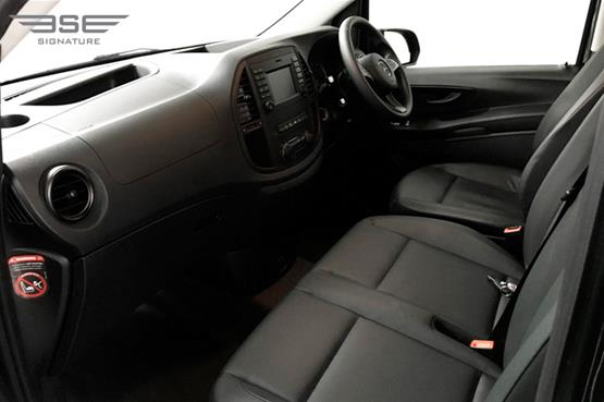 mercedes-Vito-front seat view