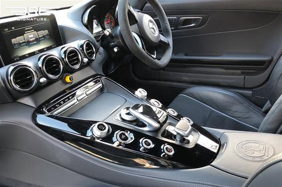 mercedes-amg-gt-r-coupe-dashboard