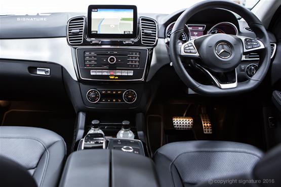 mercedes-benz-GLE-250-AMG-Line-dash