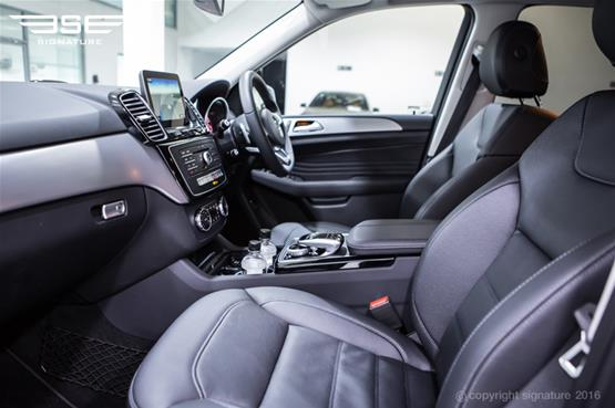 mercedes-benz-GLE-250-AMG-Line-front-seats