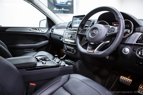 mercedes-benz-GLE-250-AMG-Line-steering-wheel