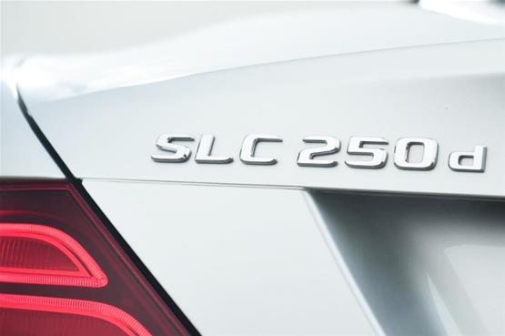 mercedes-slc250d-badge