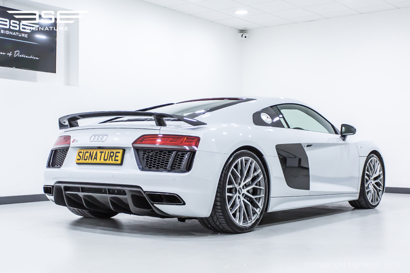 hire audi r8 v10 plus sleek fast supercar at signature car hire. Black Bedroom Furniture Sets. Home Design Ideas